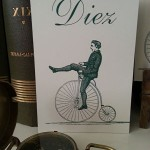 Mesero boda vintage siempreloquise.com figura en bicicleta antigua