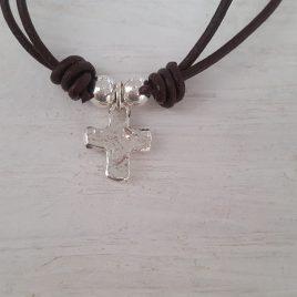 Cruz plata irregular