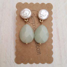 Pendiente bisutería perla cultivada y piedra verde agua