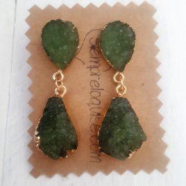 Pendiente bisutería verde oliva