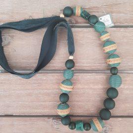 Collar tela y bolas verde botella